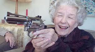 Anciana asecina con demencia senil.
