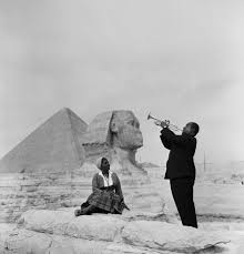 louis armstrong plays for his wife in front of the sphinx facebook