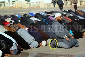 Image result for الصلاة بالحذاء