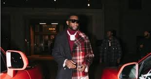 Рэпер <b>Gucci</b> Mane надел <b>пальто</b> из двух кусков ткани и ...