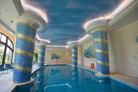 Resultado de imagem para The Shanghai Disneyland Hotel