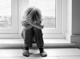 Resultado de imagem para imagem de uma criança triste