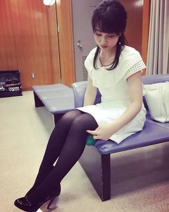 黒タイツの川田アナ