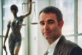 <b>Alexander Schäfer</b> entschloss sich aus einem gewissen Gerechtigkeitsdrang und <b>...</b> - schaefer_klein