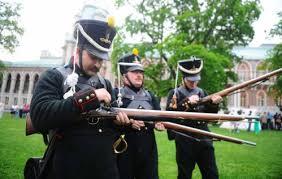 Зачем солдатам <b>пуговицы</b> на рукавах? — История России