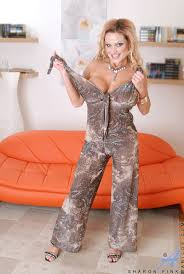 Big tittied MILF posing all naked MATURE XXX PICS