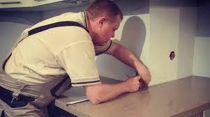 Установка <b>столешницы</b> на кухне своими руками: правила и ...