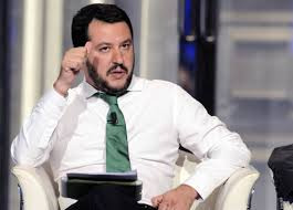 Salvini con tablet h24