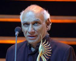 Veteran Hindi filmmaker Yash Chopra, with a career spanning over five decades, passed away at Lilavati hospital in Mumbai on Sunday. - yash-chopra