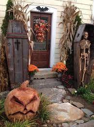 yard spooky decor skulls