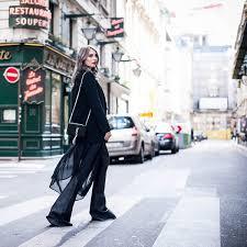 <b>Широкие брюки</b>: с чем носить, сочетать, фото модных образов