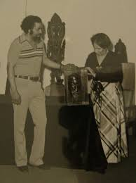 history and old photos ray miles presenting his sculpture of w e b dubois to his wife mrs shirley graham dubois in 1976