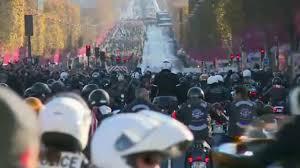 Motorbikes accompany <b>Johnny Hallyday</b> funeral cortege down ...