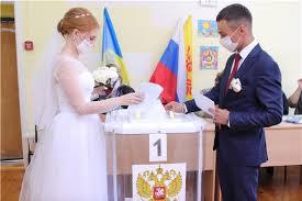 В Новочебоксарске <b>молодожены</b> в день свадьбы пришли на ...