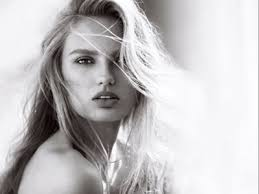 <b>Victoria's Secret</b> launches <b>XO</b>, <b>Victoria</b> fragrance