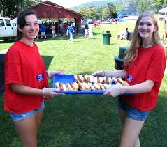 chicken corn and thank you warwick greenwood lake ny local news from left warwick valley high school juniors molly little and vicki wander volunteer to serve during the annual senior picnic
