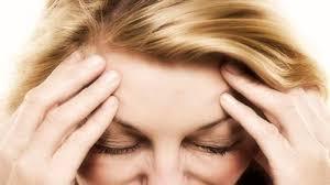 Mal di testa appena svegli: come liberarsene