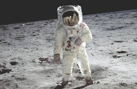 How did <b>lunar</b> astronauts survive the extreme temperatures on the ...