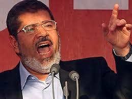 إيكونوميست: مرسي أضاع شرعيته الانتخابية