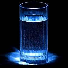 Resultado de imagem para copo com agua