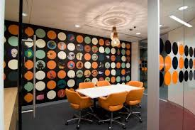 c2a19fac8a6ace9ab4da8a6115371216 company best office interior with art accesories on e7b6799e87766a09cba92f9a5163842e awesome office conference room
