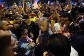 Image result for Gambar Mahathir dan Hasmah turun bersih 4