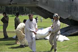 u s department of defense photo essay paul duncan helps i civilians unload a ch 53e super