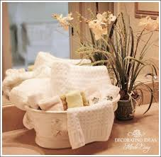 guest bathroom towels:  images about decorating bath towels on pinterest the ribbon bathrooms decor and decorating ideas