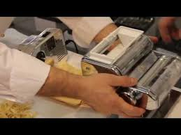 <b>Машинка для приготовления</b> равиоли и пасты