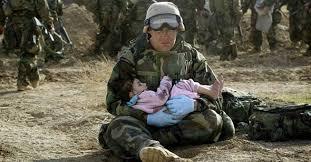 Risultati immagini per immagini belle soldato con bambina