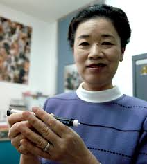 Kazuko Fujieda, diabetes nurse at Yokosuka Naval Hospital, Japan, holds a new portable insulin pen. The device is offered to insulin-dependent diabetics. - 791620899