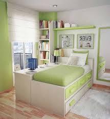 gambar kamar tidur yang bagus: Warna cat yang bagus untuk kamar tidur ukuran kecil