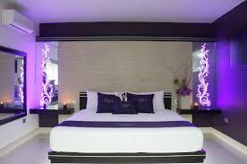deluxe auto hotel habitaciones con decoraciones en color morado auto hotel deluxe