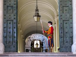 a photo essay on italy   gap year swiss guard at the vatican