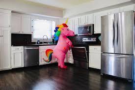Realtor's kids dress up as <b>unicorn</b>, <b>dinosaur</b> to help sell house