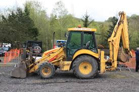new holland construction tractor construction plant wiki a nh e 135 fitted coninental side shift boom on a water main installation job the side shift is ideal for this application as the machine can site to