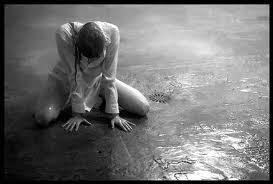 Resultado de imagem para mulher chorando