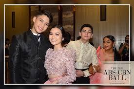 ABS-CBN Ball <b>2019</b>: The <b>Gold</b> Squad turns heads on the Red Carpet