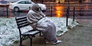 Αποτέλεσμα εικόνας για αστεγοι στα χιονια