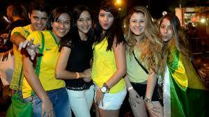 Brasileiros vibram e festejam classificação na V. Madalena
