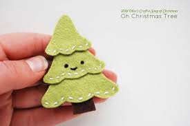 project: oh christmas tree pin - Wild Olive