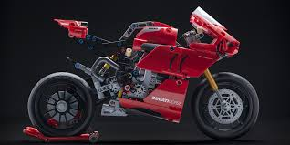 Excitement and fun with the <b>Ducati Panigale</b> V4 R <b>LEGO</b>® <b>Technic</b>™