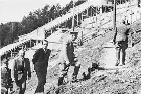 Resultado de imagen de Hitler con los trabajadores