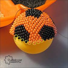 Брелок <b>футбольный мяч</b> из бисера