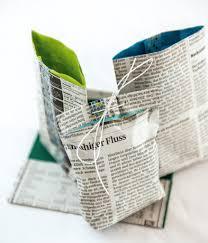 neues aus alten zeitungen schnelle tüte art crafts sewing diy tissue lined newspaper gift wrap tutorial in german but clear photo explanation