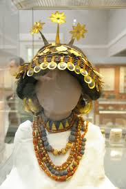 gilgamesh and civilization chameleonfire1 this gorgeous headdress made of gold and gems was likely worn by a sumerian noblew or
