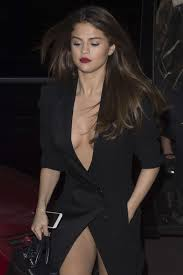 selena gomez in black dress leaving hotel in paris n girls selena gomez in black dress leaving hotel in paris