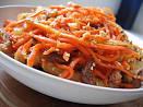 Салат с говядиной морковью луком и огурцами