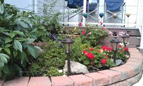 Flower Bed Designs For Front Of House  carldrogo comgarden design ideas front house small flower gardens in front of house home design ideas