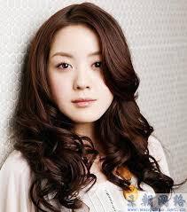 jin xia de wei mei ri xi fa xing rang ni cheng wei liu xing jiao. su zao sui xing er you fen liang gan de juan fa , zhan xian xiu fa de rou ruan yu tan li ... - 1323023439577